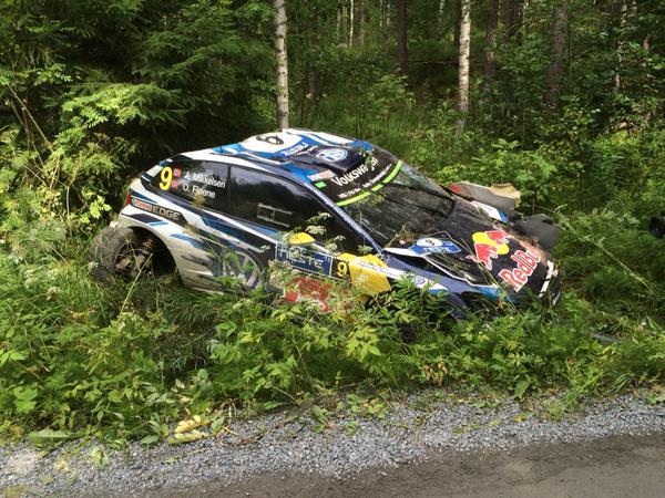 Andreas Mikkelsen a Finn Rali 5. gyorsasági szakaszán kiesett