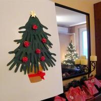 Mutatós karácsonyfás kép kézformákból - igazi közös kézműveskedős program a gyerkőccel