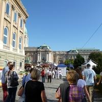 Vidám mentősök,kiváló borok és igényes kivitelezés - Idén volt 20 éves a Budavári Borfesztivál
