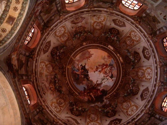 A San Vitalis székesegyház kupolája belülről