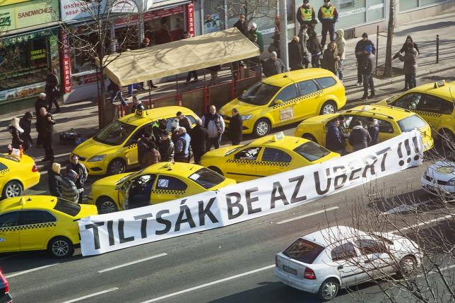 20160120taxis-blokod-taxis-tuntetes-taxi.jpg