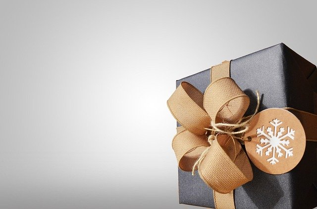 present-1209742_640_1.jpg