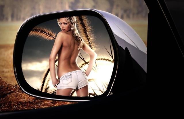 rear-mirror-2366457_640.jpg