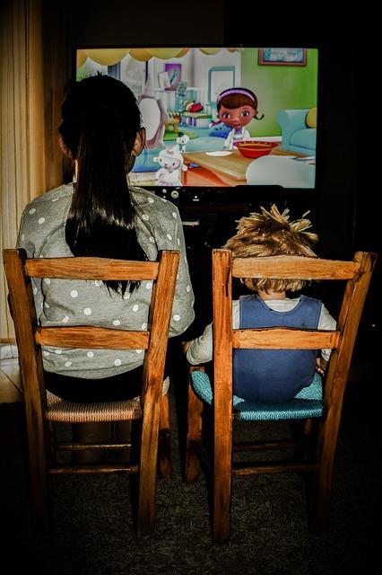 watching-tv-2053384_640.jpg