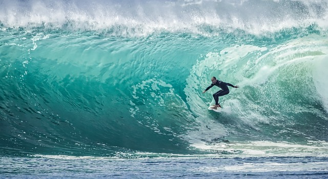 wave-1246560_640.jpg