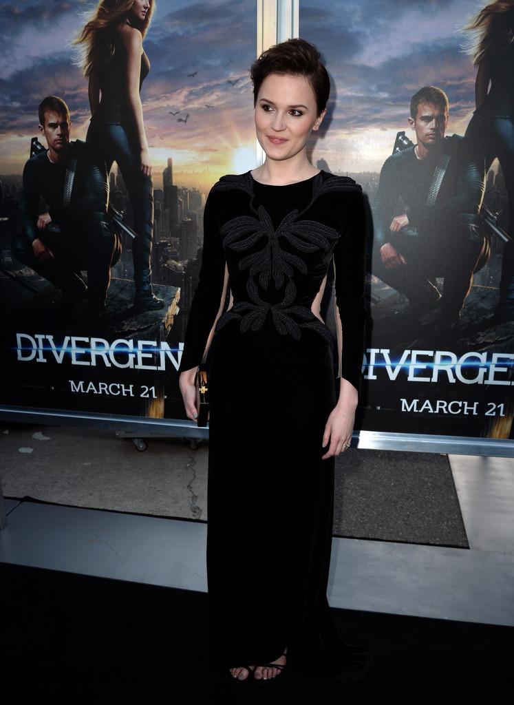 Veronica-Roth-at-Divergent-Premiere--01.jpg