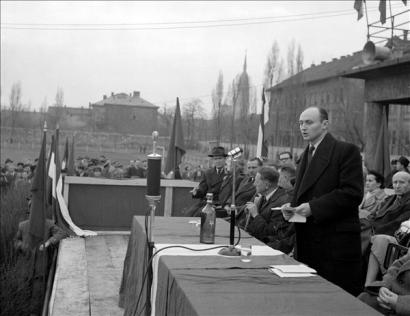 budapest-1957-marcius-29-megvedjuk-a-proletardiktaturat-tizezrek-vettek-reszt-a-fovarosban-a.png