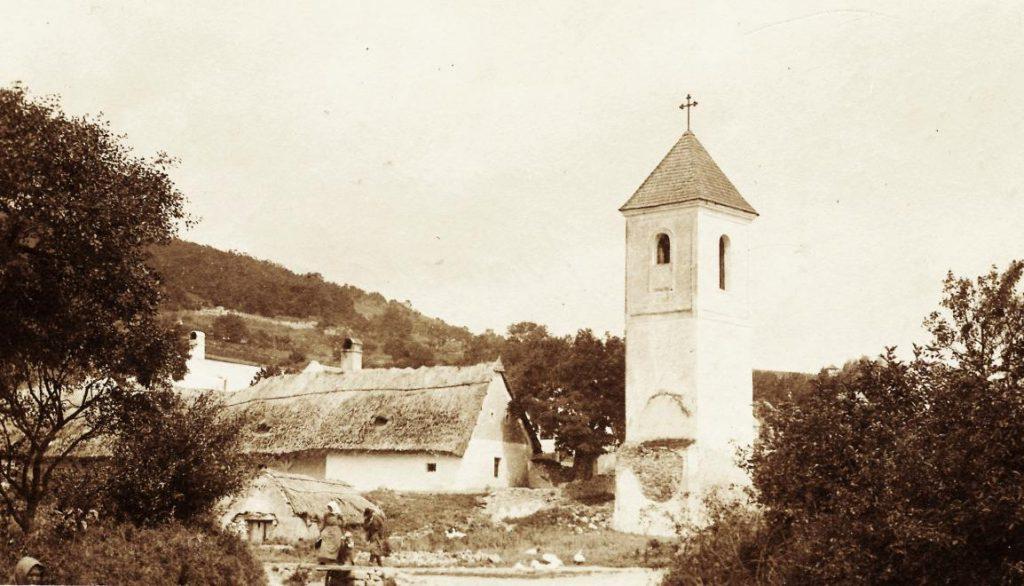 juranyi-attila-1918-csopak-harangtorony-balaton_travel-1024x586.jpg