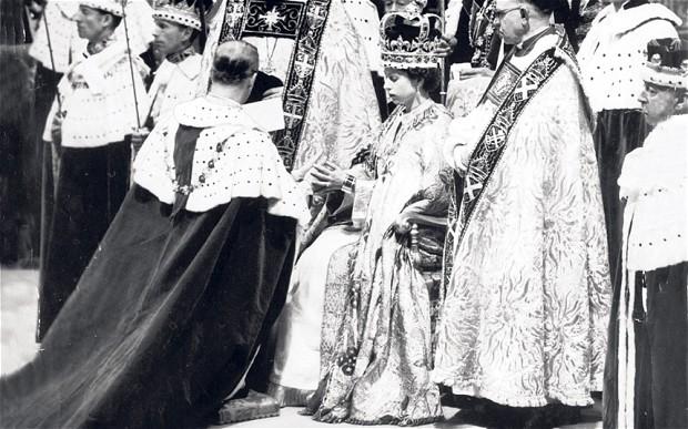 queen-coronation-1_2575157b.jpg