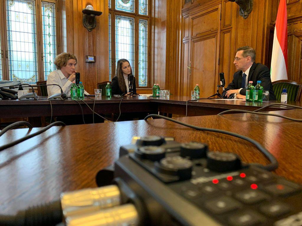 A gazdasági előrejelzés nem lóverseny - Reaktor Podcast Varga Mihállyal
