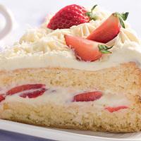 Fehércsokoládé torta eperrel