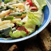 Spárga saláta