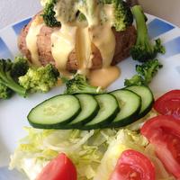 Sajtszószos, brokkolis héjában sült krumpli