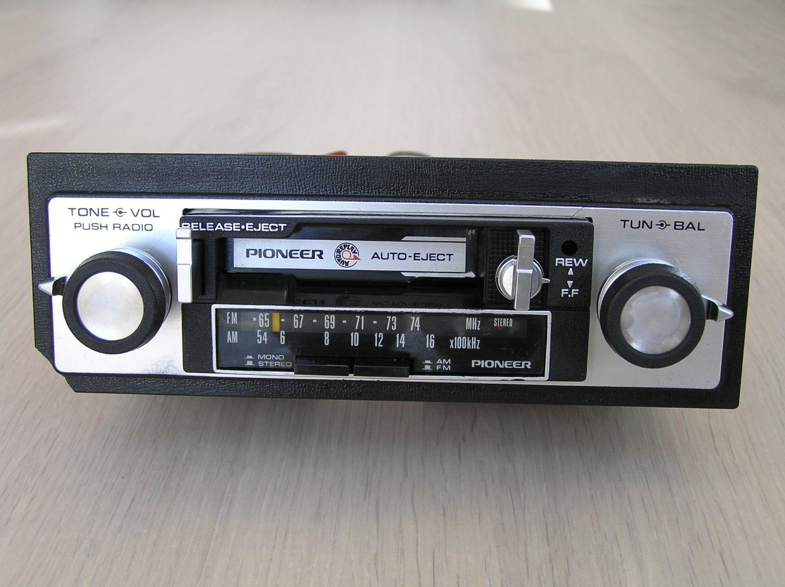 12_car_cassette_player_pioneer_kp-2500a.jpg