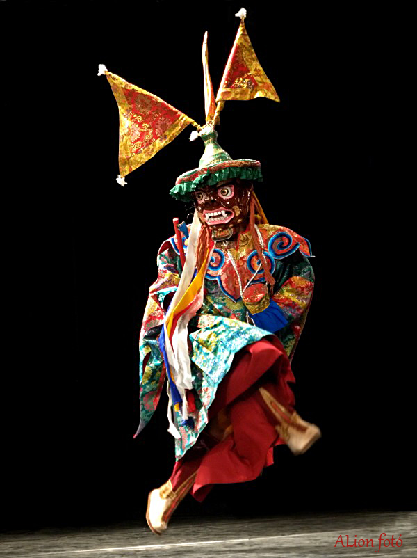 tibeti_cham_tanc.jpg