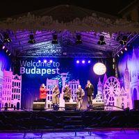 Zene ajándékba: jobbnál jobb ingyenes koncertek minden este a Vörösmarty téri Karácsonyi Vásáron