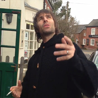 Liam Gallagher a kocsma előtt: bírni fogod az új lemezt, ha rajta vagy a drogokon