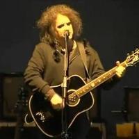 Robert Smith szólóban játszott Cure-dalokat, akusztikusgitáron