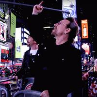 Nézd, az ott Bono!