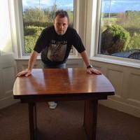 Hárommillió forintért kelt el Ian Curtis egykori konyhaasztala