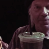 Neil Young a Starbucks-ot ekéző dalt írt