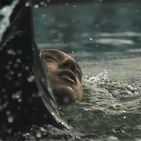 Víz alá merült az xx a Chained videójában