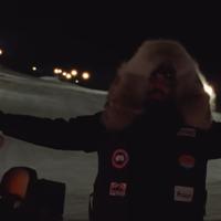 Kivágták a székhajigáló lányt Drake legújabb klipjéből