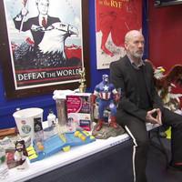Michael Stipe-ot elárverezték 25 centért, de legalább újra énekel