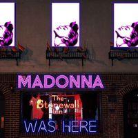 Ilyen kis színpadon sem játszott még Madonna!