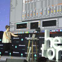 Imogen Heap a kezében érzi a jövő zenéjét – Hello Tomorrow innovációs konferencia
