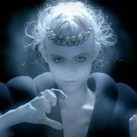 Grimes-túladagolás – új videoklip, rádió- és tévéfellépések, puncigyűrűk és új mellékprojekt