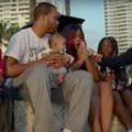 Drake egymillió dollárt osztogatott el, aztán csinált egy videót arról, milyen jó fej