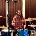Fordulatos dobpárbajt vív Dave Grohl egy tízéves rajongójával