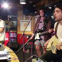 Így játszik a Jagwar Ma Arctic Monkeys-t