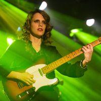 """""""A basszusgitár egy szexi hangszer"""" – Anna Calvi-interjú"""