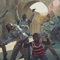 Egy kis tánccal még a katonák lelkét is meg lehet menteni