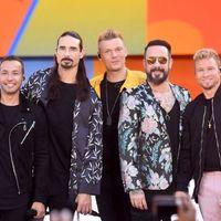 Tizennégy Backstreet Boys-rajongó sérült meg, amikor egy vihar elmosta a koncertet