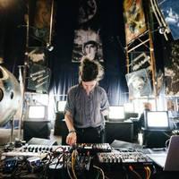Kísérletező techno, kedves lo-fi jam szombaton az Aurórában
