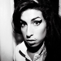 Peter Doherty dallal állít emléket Amy Winehouse-nak
