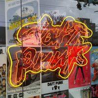 Less bele a Daft Punk Los Angeles-i pop-up shopjának kínálatába!