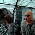A horogra akadt rapper és a felboncolt gépfegyver látványos meséje