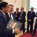 A dán miniszterelnök ajándéka az indonéz elnöknek: Metallica díszdoboz