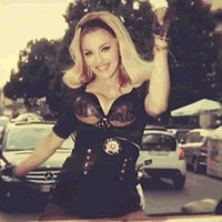 Madonna: Turn Up The Radio (videoklip + hivatalos remixek)