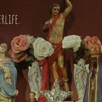 Az új Arcade Fire lyric video úgy néz ki, mint egy rendes klip