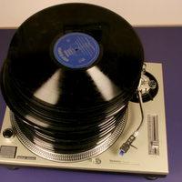 Több vinyl és streaming, kevesebb cd és digitális eladás - A 2015-ös lemezfogyás számokban