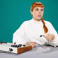 Szerethető dalok elektronikus törmelékekből és emberi hangból - szombaton Holly Herndon a Trafóban