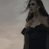 Lykke Li szellemként vergődik új klipjében