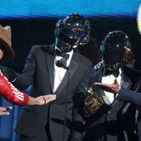 Daft Punk Stevie Wonderrel, NIN-kiakadás és harminc házasságkötés a Grammy-színpadán