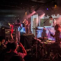 Szuperszagos-szuperszínes – Superorganism-koncert az A38-on (fotógaléria)