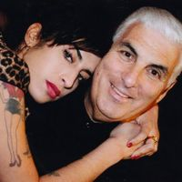 Dedikált életrajzi könyv Amy Winehouse-ról, kinek kell?